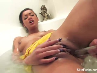 Skin Diamond Fucks Herself In The Bath