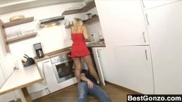 Speel de loodgieter met haar kond
