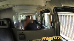 Сексуальная американка поддается на старый трюк в такси