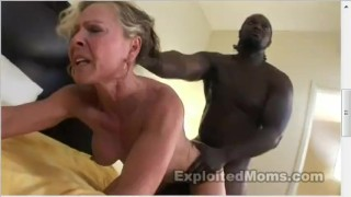 muscle milf masterbating