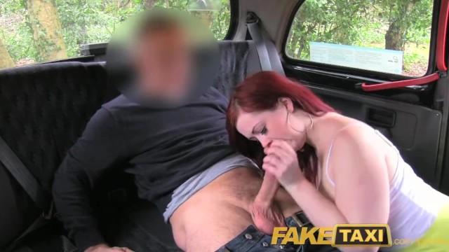 оральная брюнетка круто отсосала таксисту моложе