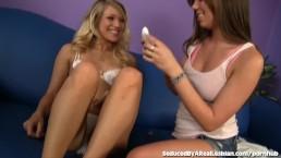 Stout tienermeisje verleidt haar schattige blonde vriendin