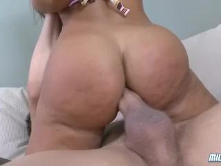Busty Lisa Ann gives blowjob