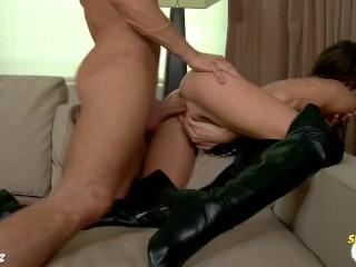 Horny Jenni Lee gets cummed