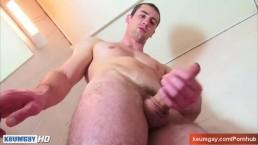 Str8 guy in a shower !