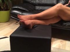 قدم النايلون طويلة تلعب من قبل زوجتي