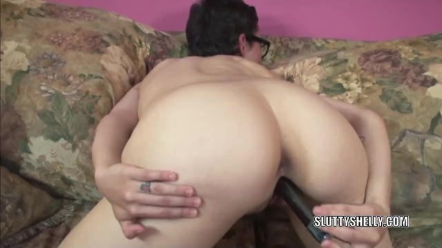 Geeky housewife Shelly stuffs a toy into her wet twat