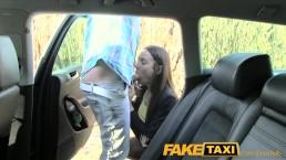 FakeTaxi Taxichauffer neukt feestmeid op achterbank