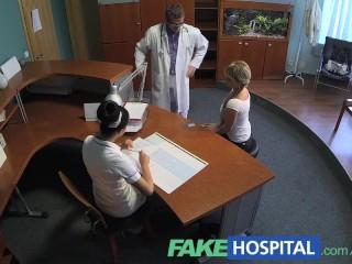 FakeHospital Dame zuigt lul om te besparen op medische kosten