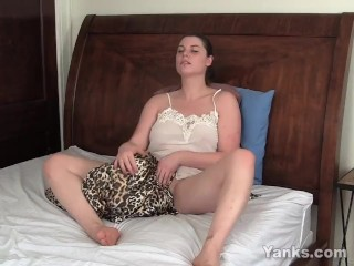 Sexy Brunette Leanne Masturbating