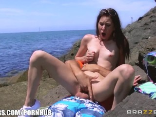Skinny babe Tysen Rich gets fucked on the beach - Brazzers