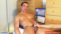 Nicolas, straight guy serviced by a guy in spite of him !