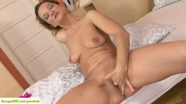 Ameli Monk Fingers Mature Pussy - 14