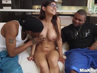 Mia Khalifas Revenge On Boyfriend With Two Black Monster Dicks
