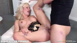 Zoey Portland sucks cock at a party - Brazzers