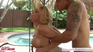 Hottie mom Alyssa Lynn fucking a large cock at poolside Reality handjob