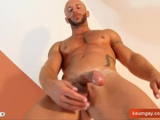 French hunk get wanked his big cock by a guy in spite of him !