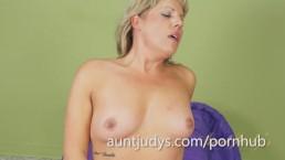 Kayla Larson Uses a Pink Vibrator On Her Clit