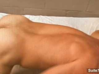 Horny gays fuck in threesome...