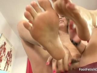 Preview 4 of Riley Reid - Foot Fetish JOI