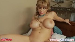 Busty blonde mom Alyssa Lynn suck a large pecker Mother ir