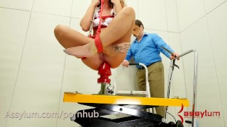 Savannah Fox gets hard anal fuck before being dropped onto giant butt plug Grandes puta