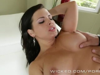Wicked - Dirty maid Keisha Grey works for her tip