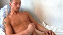 Str8 do it better: luc serviced by a guy !