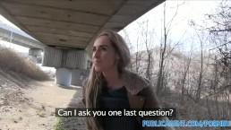 PublicAgent Langharige blondje neuken in het openbaar