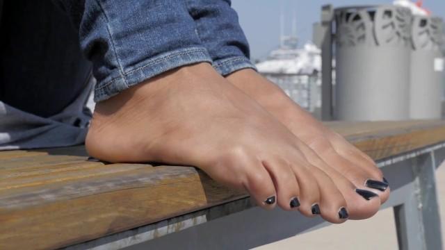 Beautiful ormond beach female adult model - Beautiful latina foot model beach