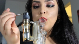 Daisy Dabs giving a blowjob, friend calls and she keeps going while smoking