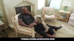 TeensLoveBlackCocks - Chica se coge al novio negro de mamá
