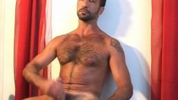 Serviced sexy mature arab guy found in a gym club !