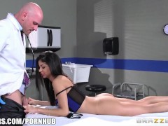 Veronica Rodriguez fucks her doctor - Brazzers