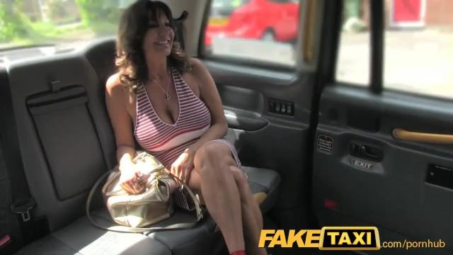 Titten Groß Taxi Fake Lesbisch Mamas mit