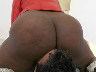 Nyomi Banxxx claims another victim