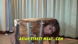 Femme de chambre de Bangkok sodomisée pour un nouveau sac à main