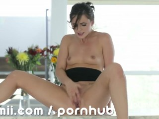 Lily Carter hot squirting orgasm