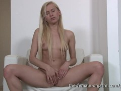 Cute College Girl Plays With Pussy And Masturbates With Fingers And Wand