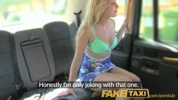 bite anglaise dans le cul pour une canadienne blonde et chaude dans un taxi