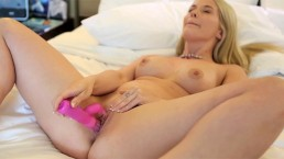 Cutie amateur blonde Summer toying her pussy well