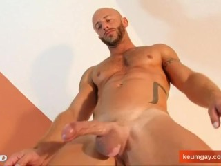 Athletic guy with huge cock (Aymeric) !