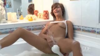 великолепная Русская Девушка Подросток Получает Невероятный Оргазм В Ванной