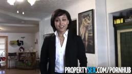 PropertySex - Agente de bienes raíces bien mona hace un video sucio