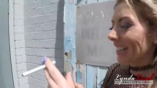 Lynda Leigh Outdoor Smoke Pussy Play Flash Boobs Bum On puba