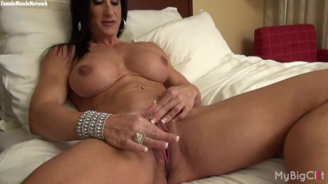 Female Bodybuilder Strips And Masturbates Her Big Clit -5939