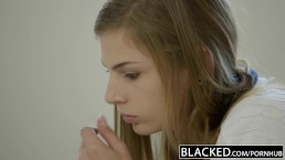 BLACKED Dochter Sydney Cole's Eerste Grote Zwarte Lul