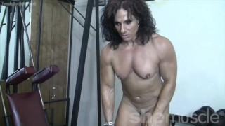 Annie Rivieccio She Loves Training. And Getting Naked.