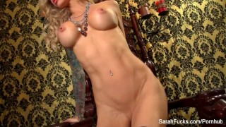 Plays blonde busty her sarah jessie with pussy big lingerie
