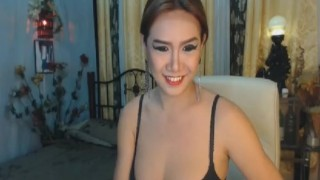 Gorgeous Asian Shemale on Cam
